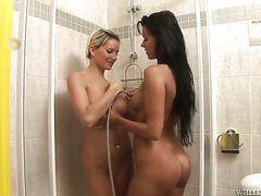 молодые мамы в ванной порно
