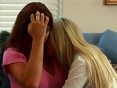 лесбиянки лижет крупным планом видео