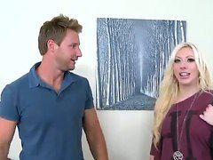 Секс с стройной блондинкой
